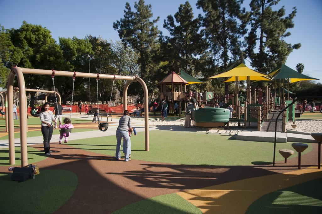 van nuys sherman oaks recreation center city of los angeles department of recreation and parks. Black Bedroom Furniture Sets. Home Design Ideas